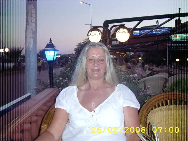 Linda54 - Mature woman looking for a mature man.